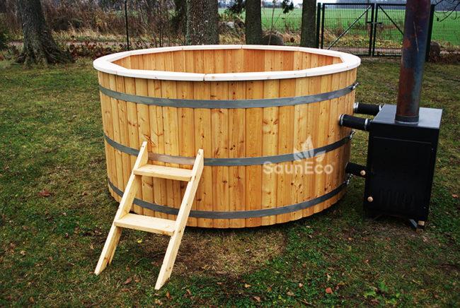 Badetonne Hot Tub (Ø 2m) aus Nordische Lärchenholz + Außenofen + Für 10  Personen